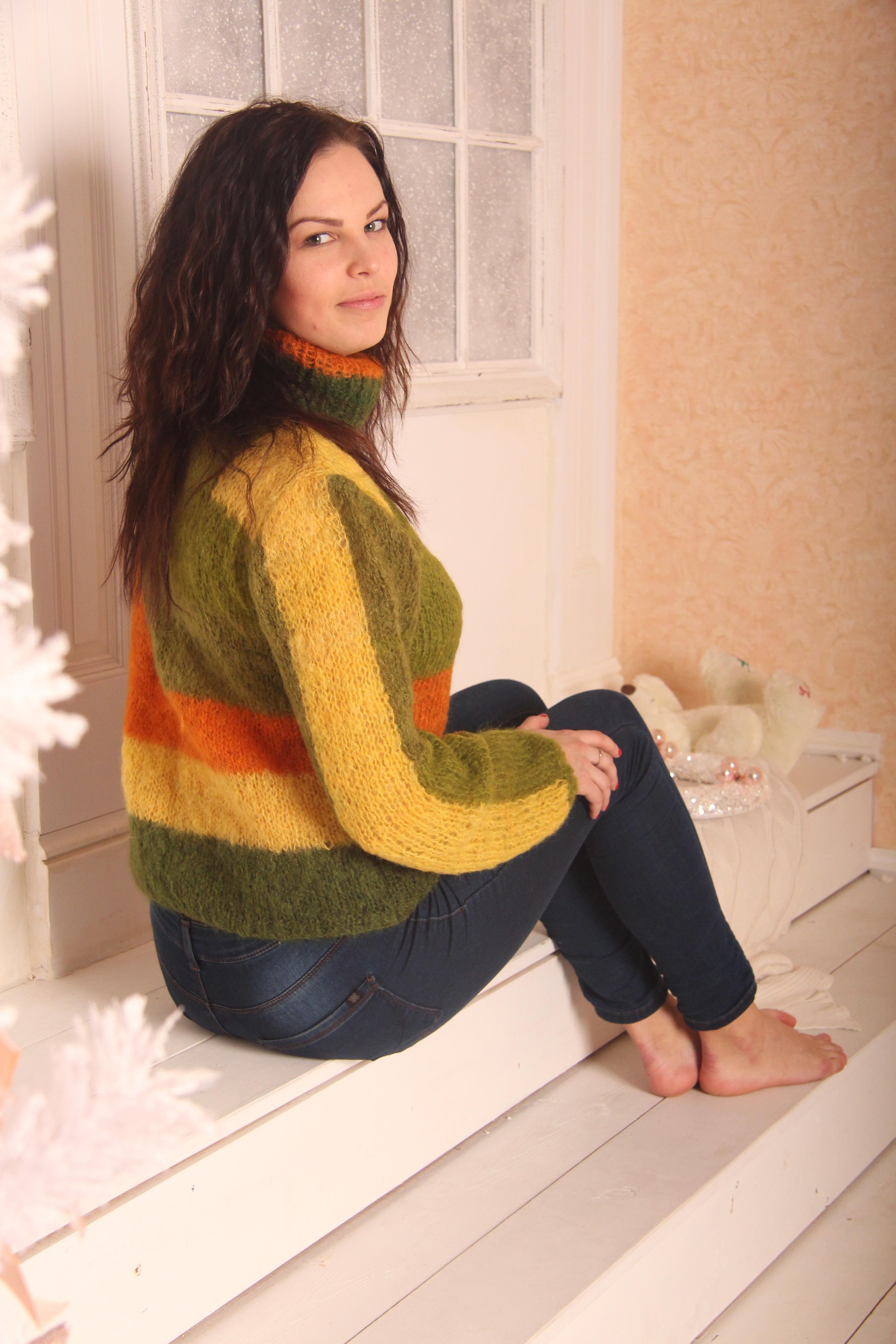 Тёплый свитер на заказ